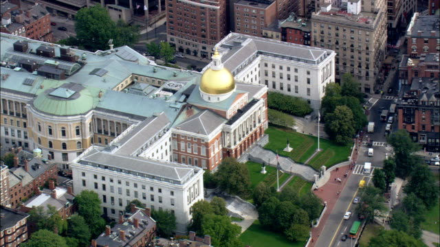 state house  - aerial view - massachusetts,  suffolk county,  united states - boston massachusetts stock videos & royalty-free footage