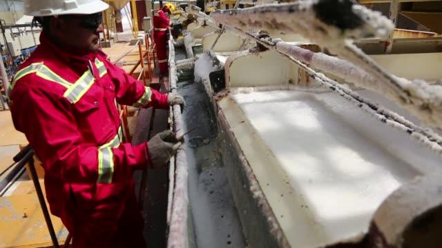 vídeos y material grabado en eventos de stock de state mining company comibol's potassium chloride plant in llipe bolivia on the edge of the uyuni salt flats on friday jan 31 close up of potassium... - potasio