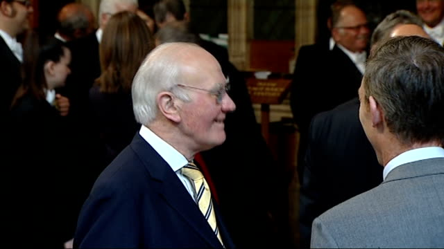 black rod summons mps for queen's speech england london palace of westminster central lobby int diane abbott speaking with others as wait in lobby... - sir menzies campbell bildbanksvideor och videomaterial från bakom kulisserna
