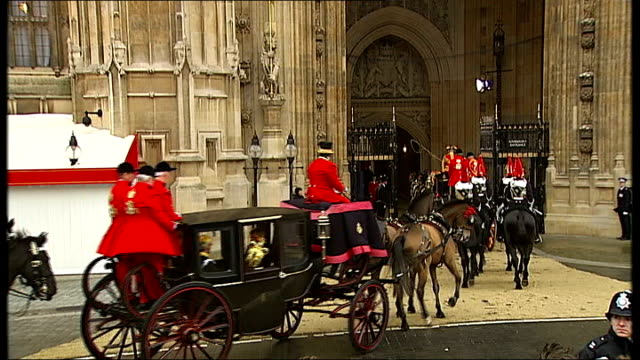 queen arriving and departing parliament england london westminster ext carriage arriving at the palace of westminster for the queen's speech / people... - the queen's speech state opening of uk parliament bildbanksvideor och videomaterial från bakom kulisserna