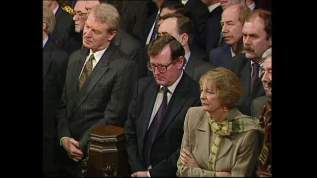 stockvideo's en b-roll-footage met state opening of parliament: queen's speech; england: london: westminster: int queen elizabeth ii speech sot part 2 of 3. - my government will... - 40 seconds or greater