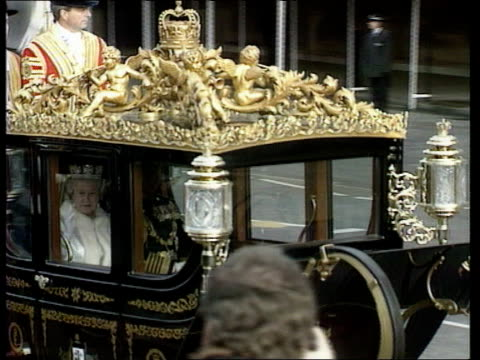 queen's speech / pm question time cc4n england london westminster houses of parliament royal horse procession towards tms people watching tms state... - britisches parlament stock-videos und b-roll-filmmaterial