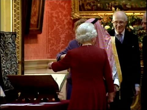 State visit by King Abdullah of Saudi Arabia Queen shows King Abdullah Saudi exhibits at Buckingham Palace ENGLAND London Buckingham Palace...