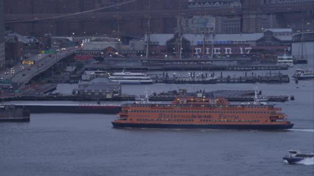 staten island ferry approaching dock at dusk. shot in 2011. - フェリーターミナル点の映像素材/bロール