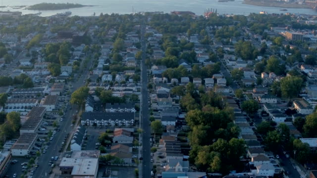 stockvideo's en b-roll-footage met staten island/newark buurten - new jersey