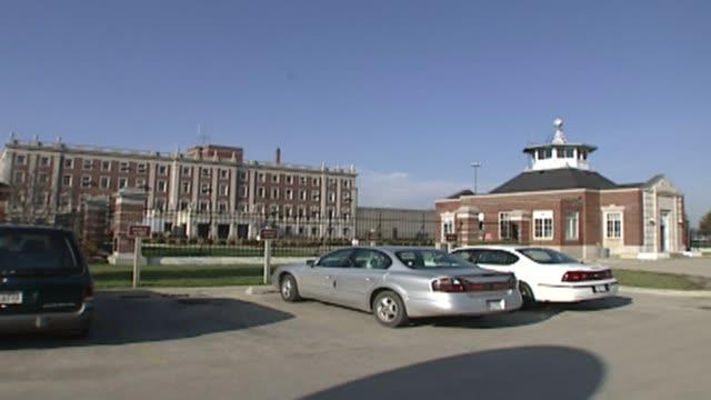 stockvideo's en b-roll-footage met statesville prison - gevangenisbewaker