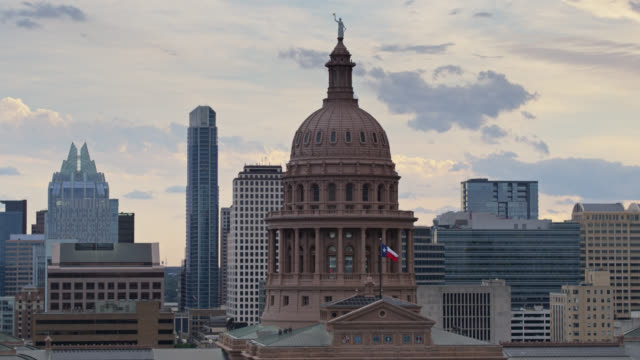 static aerial shot of the texas state capitol building - texas state capitol building stock videos & royalty-free footage