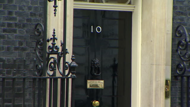 static close up shot of the front door of number 10, downing street - erkerfenster stock-videos und b-roll-filmmaterial