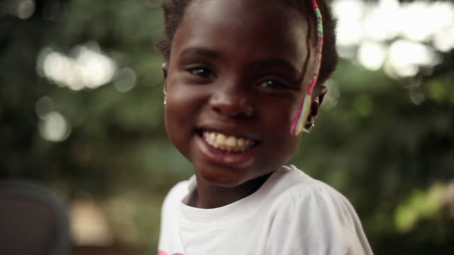 static closeup shot of a happy little black girl. - maglietta video stock e b–roll