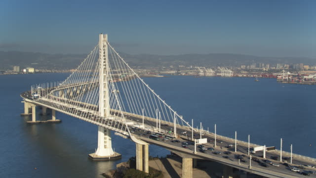 vídeos de stock e filmes b-roll de static drone shot of the bay bridge and oakland, california - san francisco oakland bay bridge