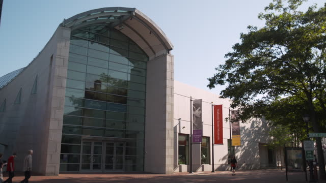 static exterior shot of the peabody essex museum salem massachusetts usa fkax251a clip taken from programme rushes ablb597x - salem massachusetts stock videos & royalty-free footage