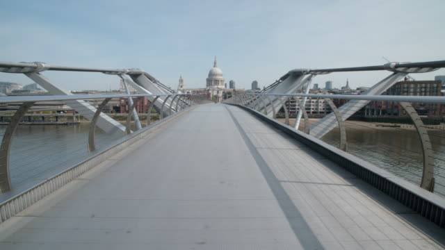 static footage millennium bridge london deserted during the lockdown (covid19) v.2 - suspension bridge stock videos & royalty-free footage