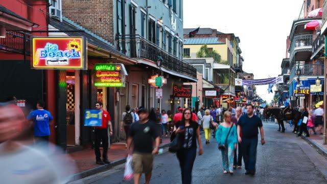 vídeos y material grabado en eventos de stock de static lockdown time lapse of bourbon street in new orleans. - moneda de veinticinco céntimos