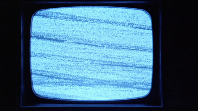vídeos de stock e filmes b-roll de cu static picture showing on 1960s black-and-white television set, then turning off / los angeles, ca, usa - plano picado