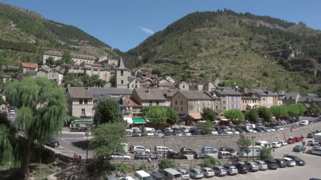 static shot cevennes - ancient village of saint enimie - canoeing and kayaking stock videos & royalty-free footage