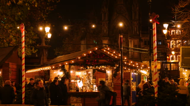 static shot of a mulled wine stall at the manchester christmas market in albert square at night - christmas market stock videos & royalty-free footage