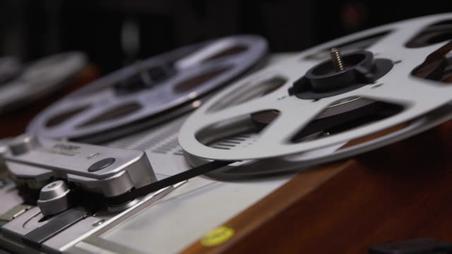 stockvideo's en b-roll-footage met static shot of a 'struder' reel to reel film player - bbc archives