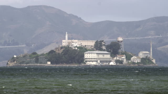static shot of alcatraz island. - アルカトラズ島点の映像素材/bロール