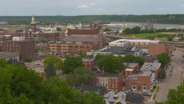 static shot of downtown dubuque iowa on july 25 2018 - music or celebrities or fashion or film industry or film premiere or youth culture or novelty item or vacations stock-videos und b-roll-filmmaterial