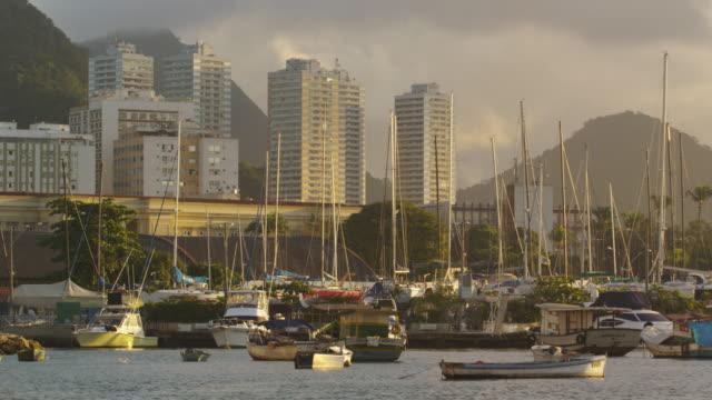 vídeos y material grabado en eventos de stock de static shot of guanabara bay with various boats and buildings in the distance. - 2013