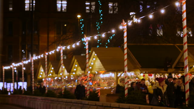 static shot of stalls at the manchester christmas market in albert square at night - tinsel stock videos & royalty-free footage