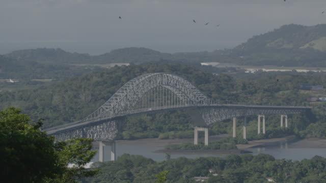 static shot of the bridge of the americas in panama city - パナマ運河点の映像素材/bロール
