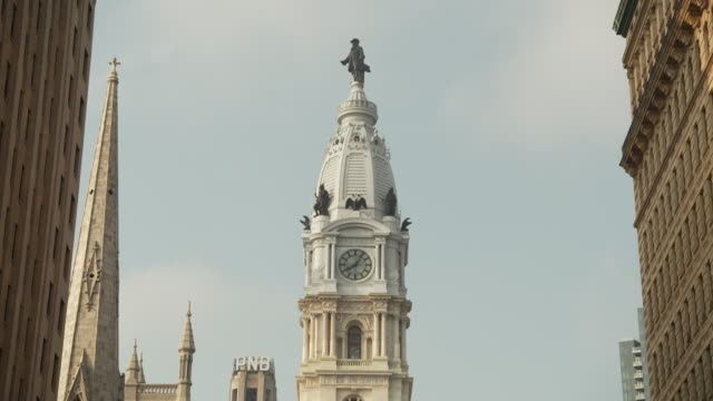 static shot of the top of philadelphia city hall, pennsylvania, usa. - william penn stock videos and b-roll footage