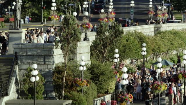 static view of tourists in victoria canada - besichtigung stock-videos und b-roll-filmmaterial