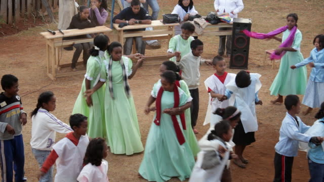static view of young kids performing for others and dancing. - primary age child stock videos & royalty-free footage