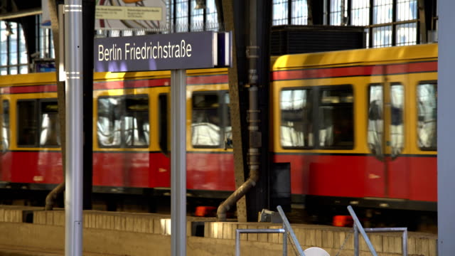 Station Berlin Friedrichstrasse with S-Bahn, Realtime