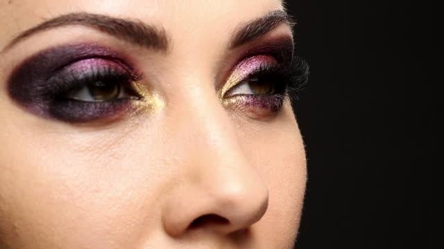 Stationary shot of the model applying mascara.