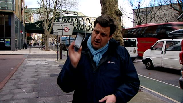 vídeos y material grabado en eventos de stock de statistics reveal increase of robberies in london london ext reporter to camera close shots michael appleton holding iphone michael appleton... - t mobile