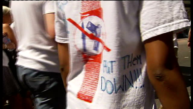 vídeos de stock, filmes e b-roll de statistics show fall in knife crime tx 172008 north london islington ext teenagers marching during protest against knife crime and the death of... - ilha de hong kong