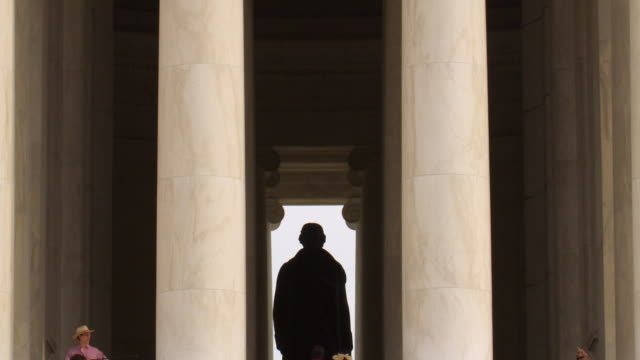 vidéos et rushes de zo statue and portico of thomas jefferson memorial, washington, dc - jefferson memorial