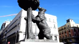 "Statue ""Bear and tree strawberry"". Madrid, Spain."