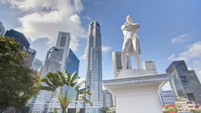 statue commemorating sir thomas stamford raffles in the colonial district of singapore, south east asia - sculpture stock videos & royalty-free footage