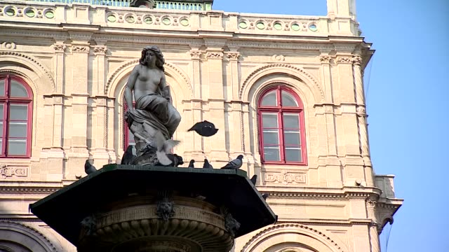 statue in front of opera in vienna - booby stock videos & royalty-free footage