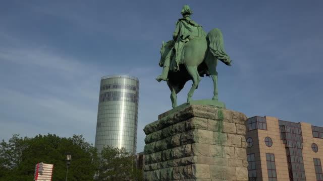 vídeos de stock, filmes e b-roll de statue kaiser wilhelm i. and köln triangle tower, cologne, north rhine westphalia, germany - representação de animal