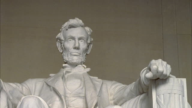 shaky statue of abraham lincoln in lincoln memorial / washington d.c., united states - präsident stock-videos und b-roll-filmmaterial