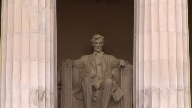 stockvideo's en b-roll-footage met ms, zi, statue of abraham lincoln, lincoln memorial, washington dc, washington, usa - memorial