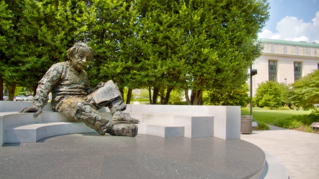 statue of albert einstein with notes in washington d.c. - e=mc2 stock-videos und b-roll-filmmaterial