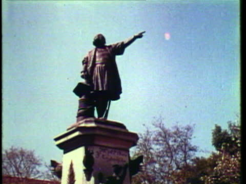 stockvideo's en b-roll-footage met 1953 ws statue of christopher columbus / santo domingo, dominican republic / audio - mannelijke gelijkenis