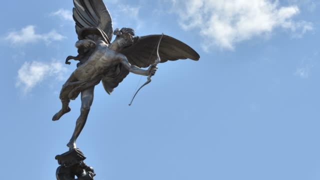 vídeos de stock, filmes e b-roll de t/l statue of eros piccadilly circus london - cupido