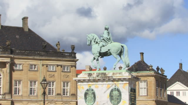 zo, ws, statue of frederick v at amalienborg palace square, copenhagen, denmark - courtyard stock videos & royalty-free footage