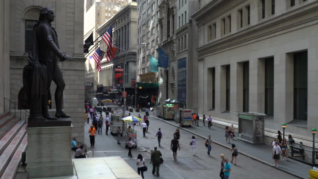 statue of george washington and wall street - statue stock videos & royalty-free footage