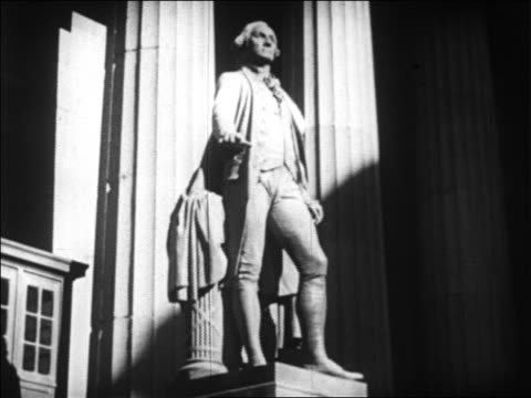 b/w 1929 statue of george washington in front of federal hall on wall street / nyc / newsreel - männliche figur stock-videos und b-roll-filmmaterial