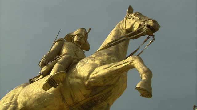 statue of george washington in philadelphia, pennsylvania. - independence hall stock videos & royalty-free footage