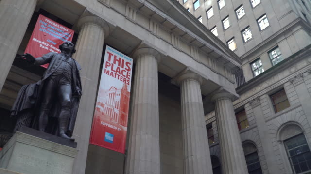 statue of george washington on wall street - statue stock videos & royalty-free footage