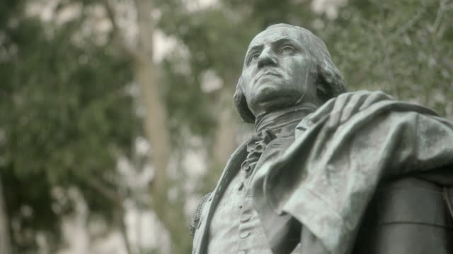 la a statue of george washington standing in grand park / los angeles, california, united states - ジョージ・ワシントン点の映像素材/bロール