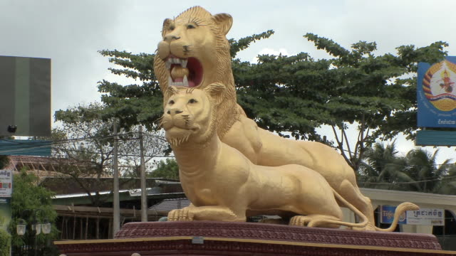 ws statue of gold plaster lions, sihanouksville, cambodia - cambodia stock videos & royalty-free footage